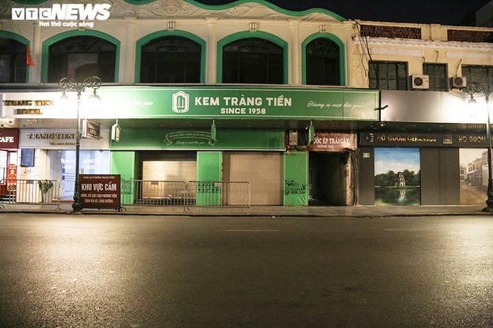 Đường phố Hà Nội vắng lặng trong đợt cao điểm chống làn sóng dịch COVID-19 thứ 4 - 4