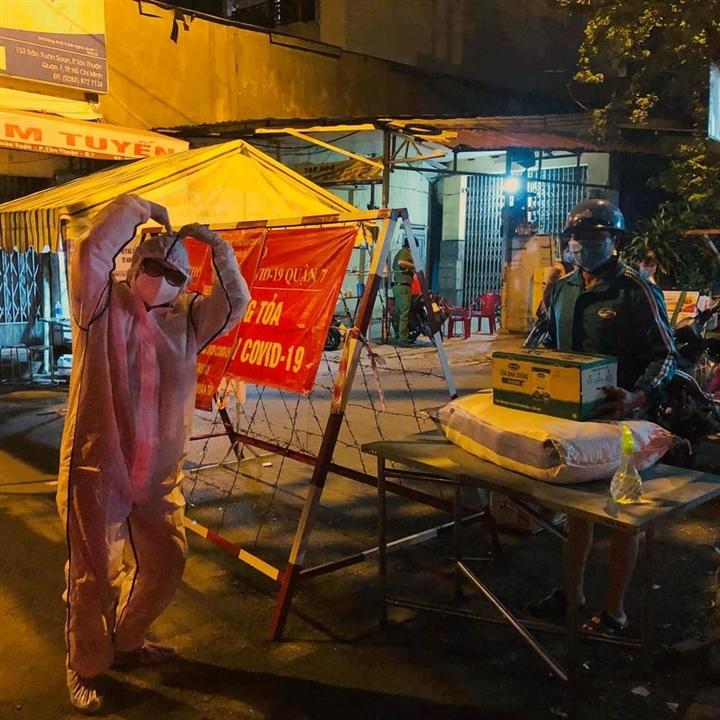 Xe 'Bánh mì 0 đồng' rong ruổi khắp Sài Gòn những ngày chống dịch - 5