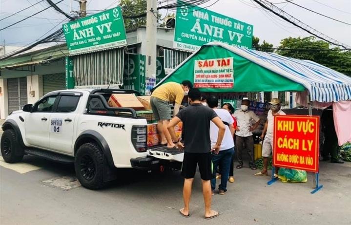 """Xe """"Bánh mì 0 đồng"""" rong ruổi khắp Sài Gòn những ngày chống dịch"""