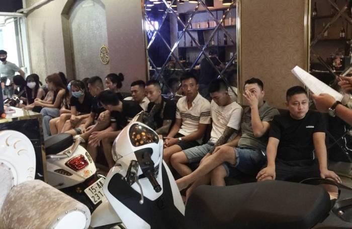 Bất chấp lệnh cấm, 19 khách ở Hải Phòng vẫn 'hát chui' giữa mùa dịch - 1