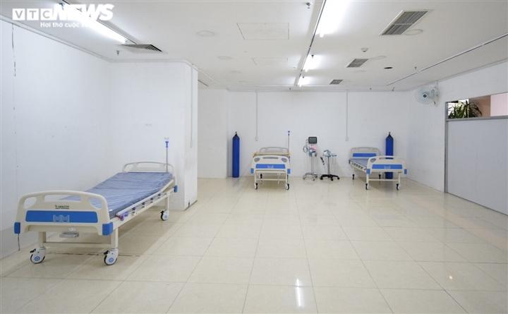 TP.HCM: Những bệnh nhân COVID-19 đầu tiên nhập viện dã chiến Thuận Kiều Plaza - 10