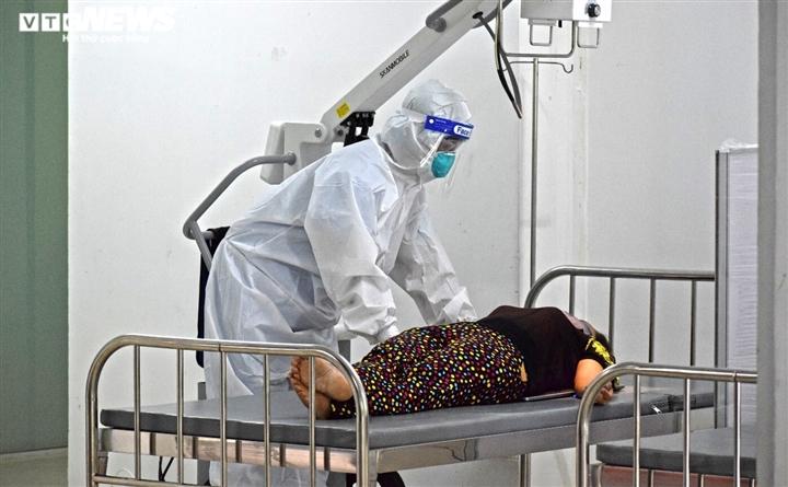 TP.HCM: Những bệnh nhân COVID-19 đầu tiên nhập viện dã chiến Thuận Kiều Plaza - 9