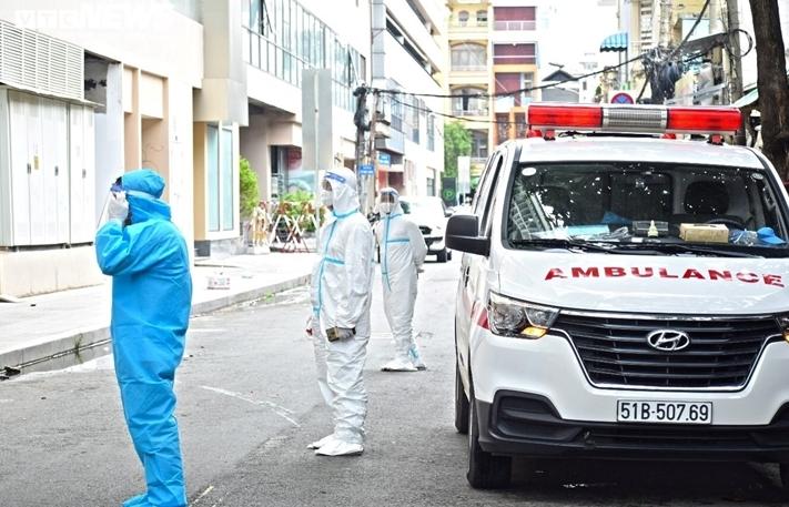 TP.HCM: Những bệnh nhân COVID-19 đầu tiên nhập viện dã chiến Thuận Kiều Plaza
