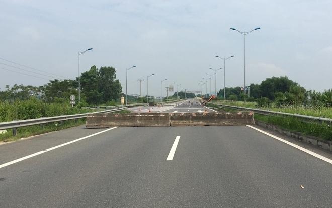 Hàng rào bê tông chắn đường cao tốc Nội Bài - Lào Cai - 1