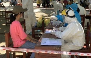 Quảng Ngãi: Nhân viên y tế làm việc ở khu vực phong tỏa dương tính SARS-CoV-2
