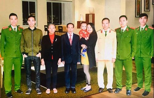 Vợ chồng nghèo nuôi năm con đỗ vào trường công an, quân đội