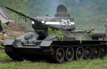 Xe tăng huyền thoại T34 xuất hiện trong lễ khai mạc Tank Biathlon 2020