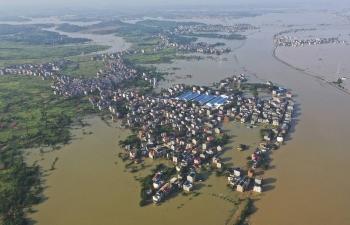 Trung Quốc đối mặt khó khăn chồng chất vì mưa lũ