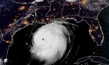 Siêu bão Laura đi vào miền Nam nước Mỹ với sức gió hơn 240 km/h