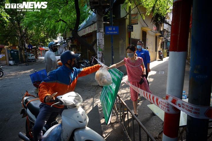 Ảnh: 50 chốt 'vùng xanh' phòng chống COVID-19 đầu tiên tại Hà Nội - 7