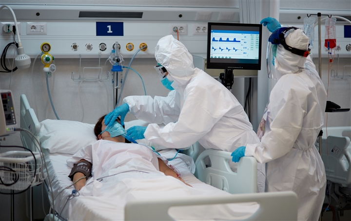 Bác sĩ Mỹ: Biến chủng Delta khiến người trẻ ốm nặng hơn, nhanh hơn - 2