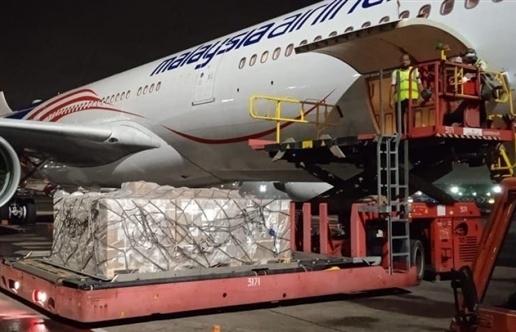 Lô Remdesivir điều trị COVID-19 đầu tiên do Vingroup nhập khẩu về đến Việt Nam