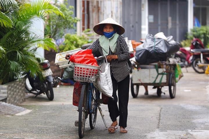 TP.HCM hỗ trợ gần 900 tỷ đồng cho lao động tự do và hộ nghèo trước ngày 10/8 - 1
