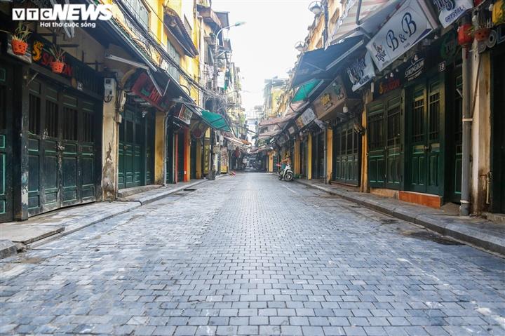 Ảnh: Đường phố Hà Nội vắng vẻ trước khi bước vào đợt giãn cách thứ 2  - 10
