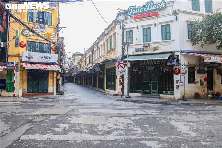 Ảnh: Đường phố Hà Nội vắng vẻ trước khi bước vào đợt giãn cách thứ 2  - 11
