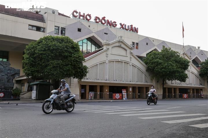 Ảnh: Đường phố Hà Nội vắng vẻ trước khi bước vào đợt giãn cách thứ 2  - 4