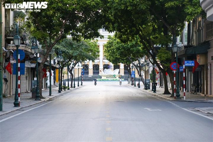 Ảnh: Đường phố Hà Nội vắng vẻ trước khi bước vào đợt giãn cách thứ 2  - 9
