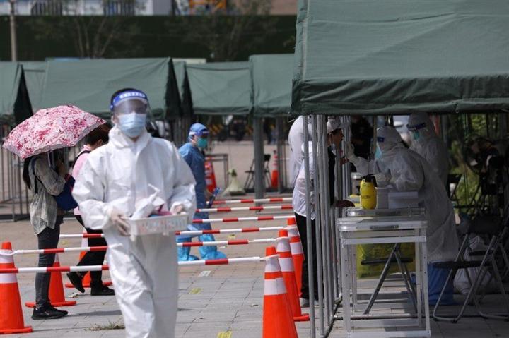 Trung Quốc ghi nhận 125 ca mắc COVID-19, loạt địa phương tức tốc xét nghiệm - 1