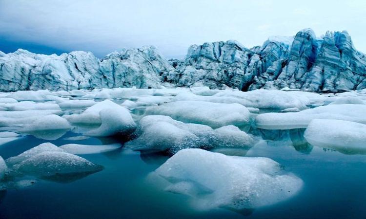 Băng đang tan ở Greenland