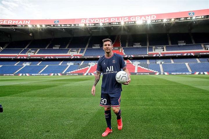 Hình ảnh đầu tiên Messi khoác áo PSG - 5