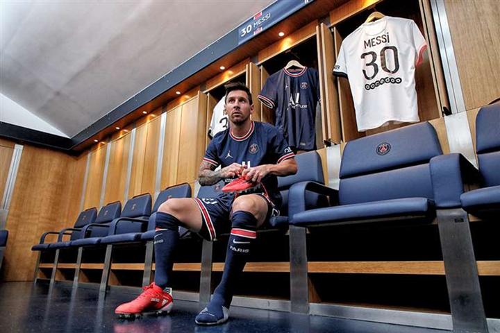 Hình ảnh đầu tiên Messi khoác áo PSG - 6