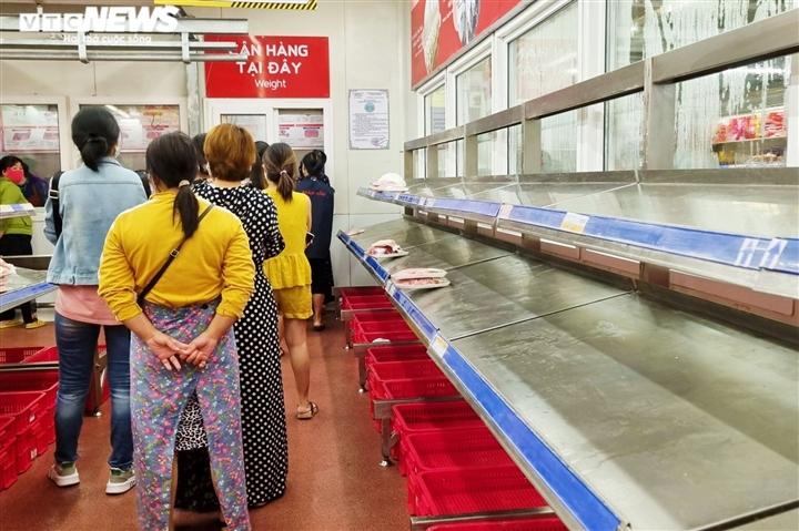 Đà Nẵng có thể phong tỏa 7 ngày, các siêu thị lại kín người mua hàng dự trữ - 8