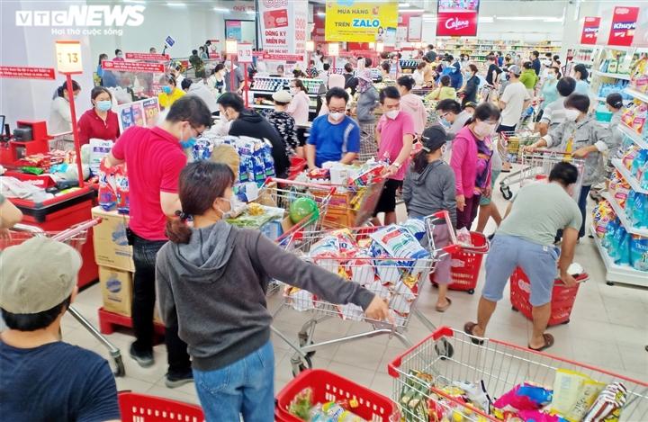 Đà Nẵng có thể phong tỏa 7 ngày, các siêu thị lại kín người mua hàng dự trữ - 4