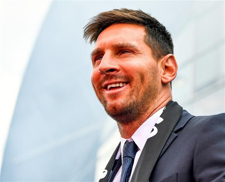 Barca phải trả Messi 39 triệu euro phí trung thành  - 1