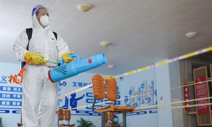 Cãi nhau với nhân viên y tế vì không đeo khẩu trang, cụ ông Trung Quốc đột tử - 1