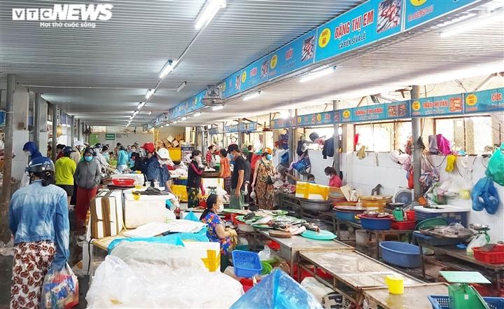 Đà Nẵng trước khi dừng mọi hoạt động 7 ngày: Chợ khan hàng, siêu thị ổn định - 1