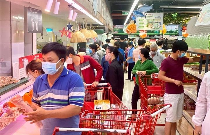 Trăm người chen chúc trong siêu thị, bất chấp chỉ thị giãn cách ở Bình Dương