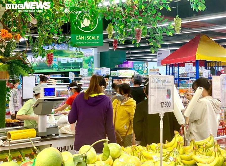 Trăm người chen chúc trong siêu thị, bất chấp chỉ thị giãn cách ở Bình Dương - 9