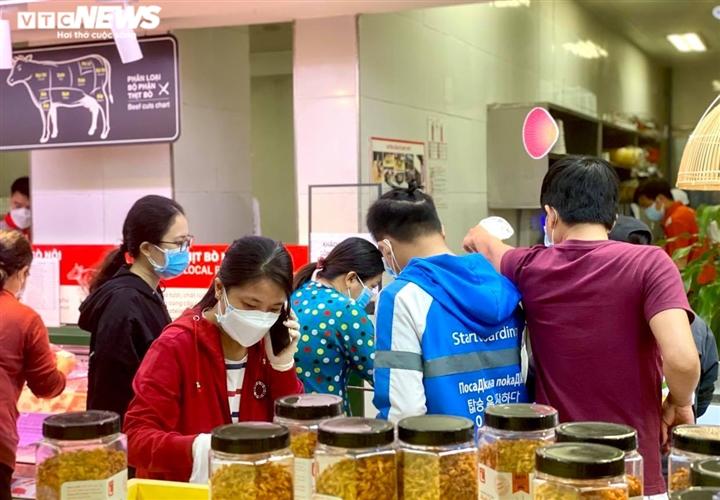 Trăm người chen chúc trong siêu thị, bất chấp chỉ thị giãn cách ở Bình Dương - 5