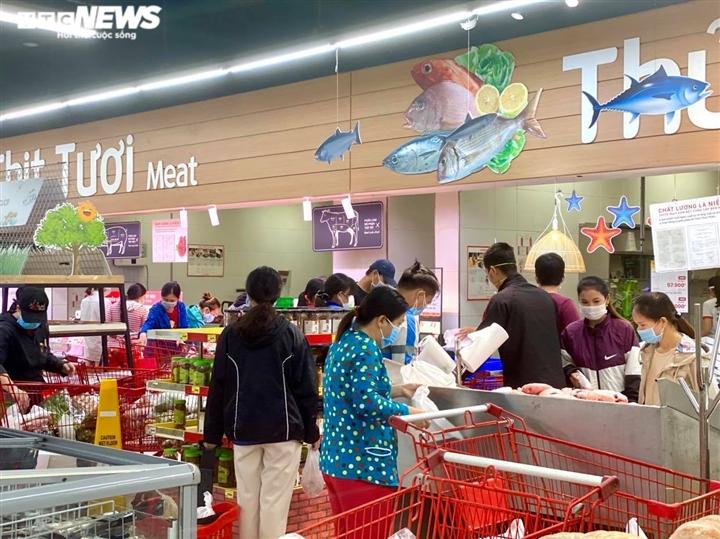 Trăm người chen chúc trong siêu thị, bất chấp chỉ thị giãn cách ở Bình Dương - 6