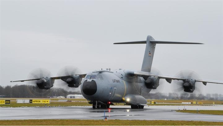 Máy bay Đức tới Afghanistan sơ tán công dân nhưng mãi không thể hạ cánh - 1
