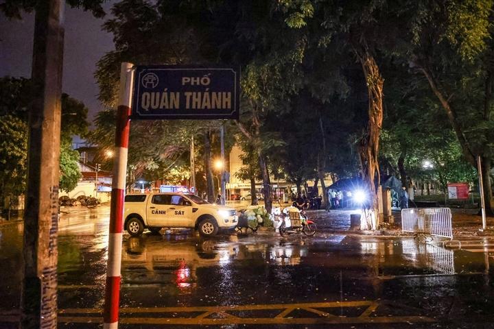 Hà Nội: Trắng đêm dẹp chợ nông sản trái phép cạnh Bốt Hàng Đậu - 1
