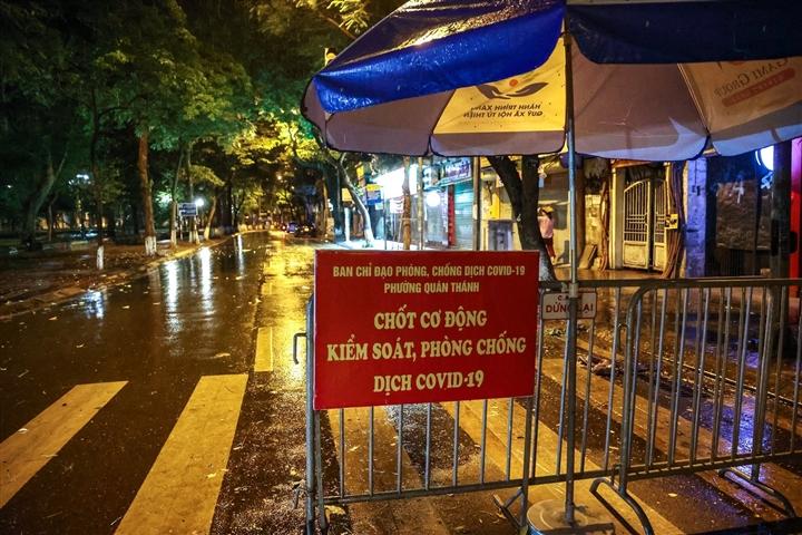 Hà Nội: Trắng đêm dẹp chợ nông sản trái phép cạnh Bốt Hàng Đậu - 14