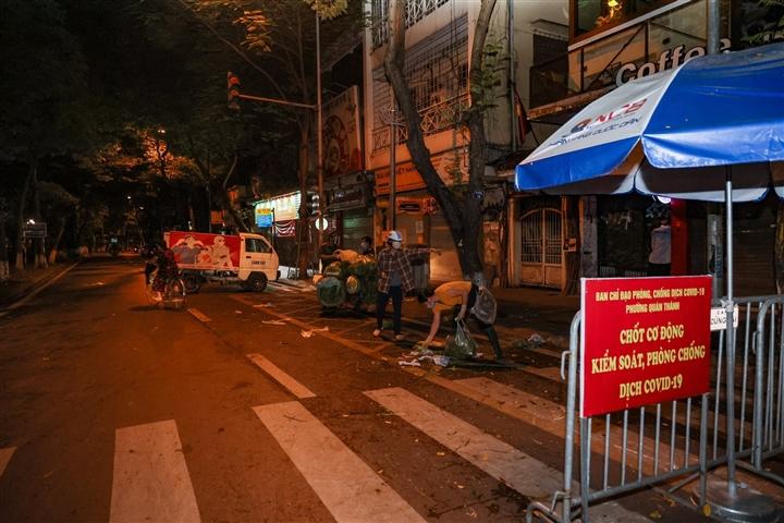 Hà Nội: Trắng đêm dẹp chợ nông sản trái phép cạnh Bốt Hàng Đậu - 13