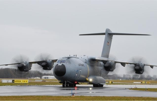 Máy bay Đức tới Afghanistan sơ tán công dân nhưng mãi không thể hạ cánh