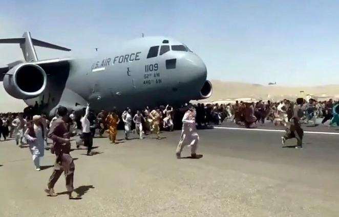 Taliban cho phép người ở sân bay Kabul di tản an toàn