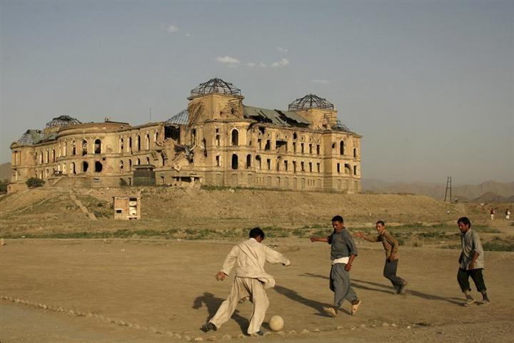 Cam kết tái thiết, Taliban muốn giữ lại thành tựu 20 năm của người Mỹ - 1