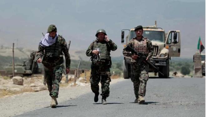 'Tàn quân' Afghanistan chạy trốn sự săn đuổi của Taliban - 1