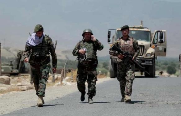 """""""Tàn quân"""" Afghanistan chạy trốn sự săn đuổi của Taliban"""