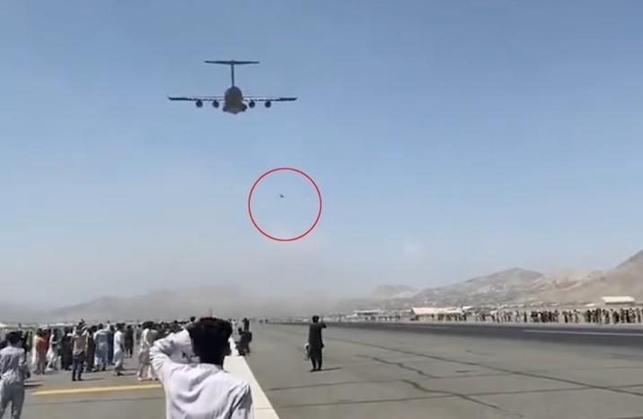 Hành trình tháo chạy nghiệt ngã của cặp anh em Afghanistan rơi khỏi máy bay Mỹ - 1