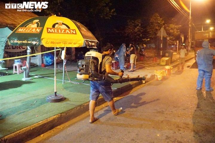 Ảnh: Nhân viên y tế trắng đêm chặn COVID-19 xâm nhập Đà Nẵng - 7