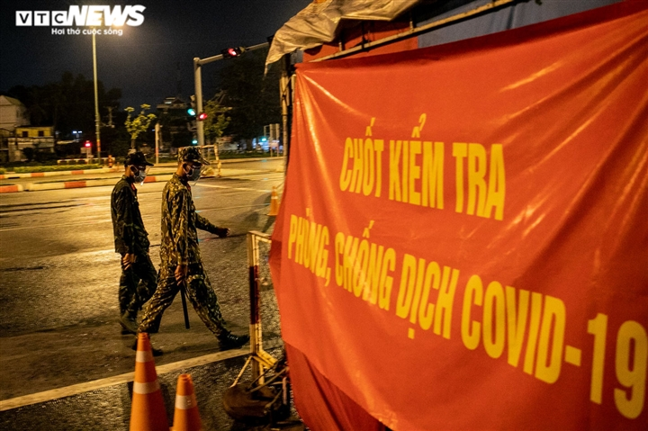 Quân đội ra quân trong đêm đầu TP.HCM siết chặt giãn cách xã hội - 9