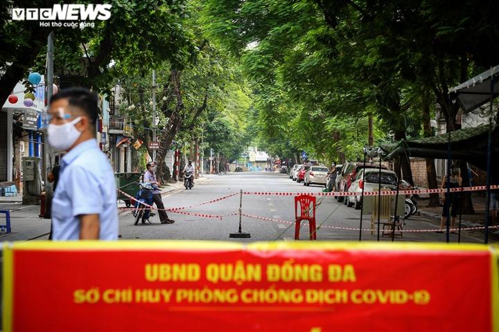 Hà Nội: Tiếp tế lương thực cho gần 500 nhân khẩu bị phong toả ở phường Văn Miếu - 12