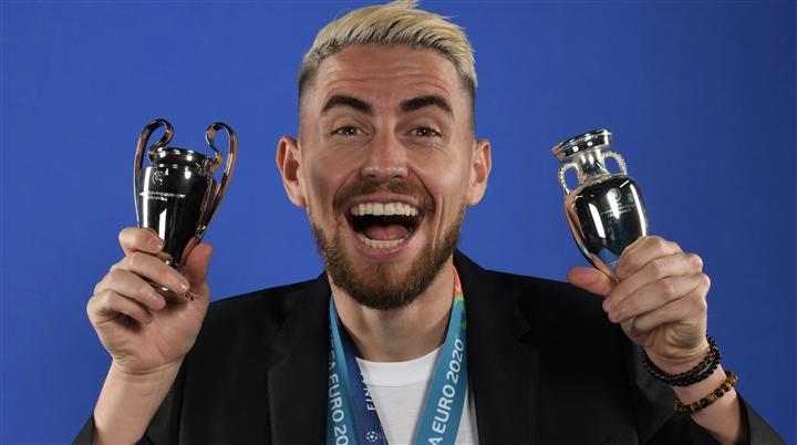 Jorginho đoạt giải cầu thủ hay nhất của UEFA - 1