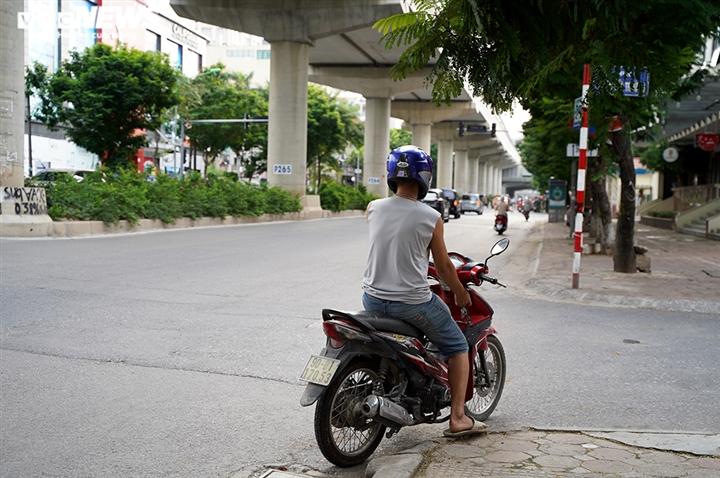 Ảnh: Tổ 'cơ động mạnh' đón lõng, bắt hàng loạt xe quay đầu né chốt ở Hà Nội - 2