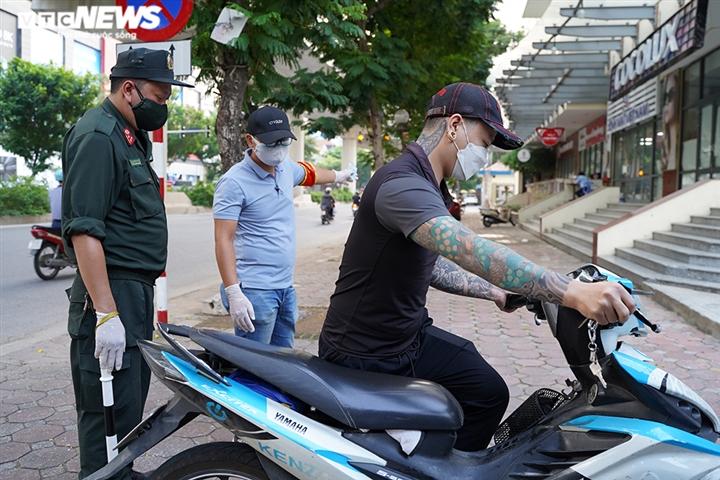 Ảnh: Tổ 'cơ động mạnh' đón lõng, bắt hàng loạt xe quay đầu né chốt ở Hà Nội - 5